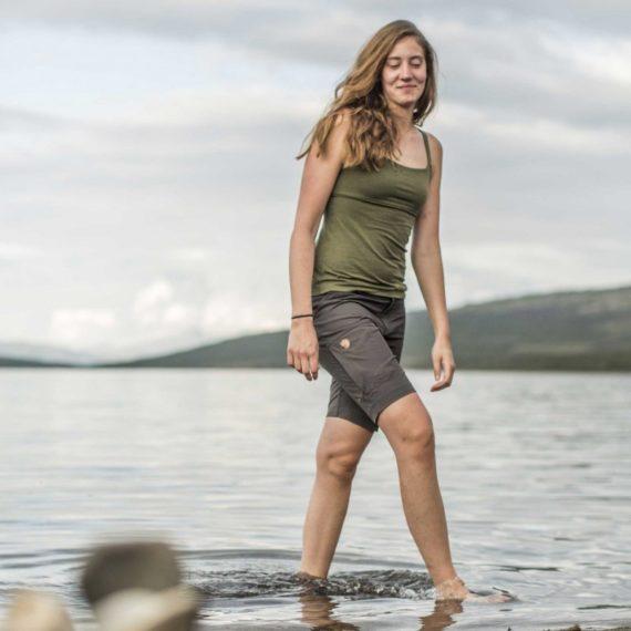Fjällräven Abisko Lite Shorts W DARK OLIVE kjøper du på SQOOP outdoor (SQOOP.no)