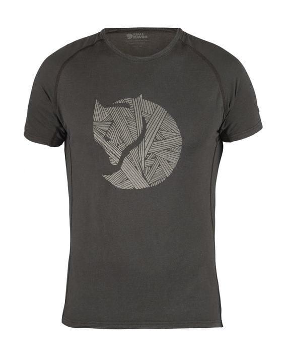 Fjällräven Abisko Trail T-Shirt Print DARK GREY kjøper du på SQOOP outdoor (SQOOP.no)
