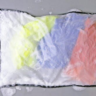 Guppyfriend-mikroplastfilter-vaskepose-SQOOP-outdoor-GuppyFriend_Stop-Micro-Waste_Langbrett_nasser-sack-330×330