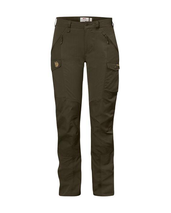 Fjällräven Nikka Curved Trousers W DARK OLIVE kjøper du på SQOOP outdoor (SQOOP.no)