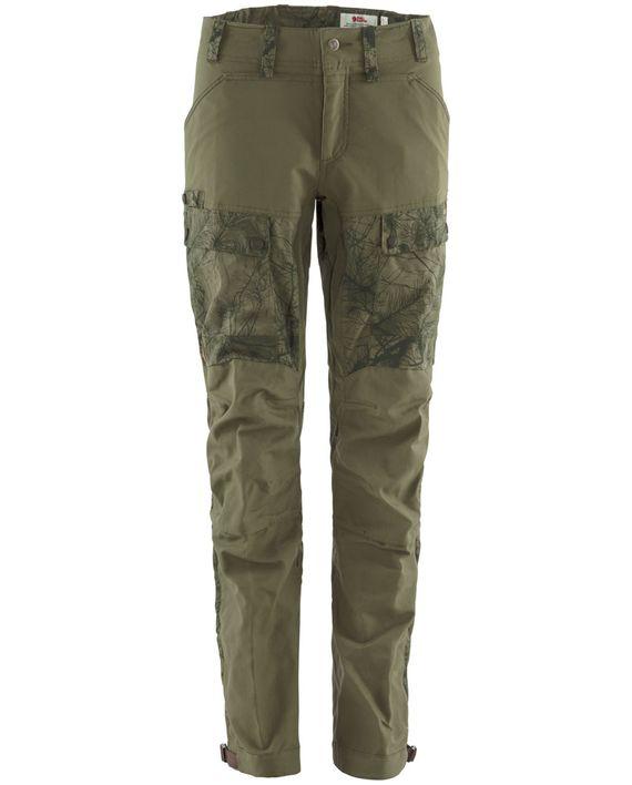 Fjällräven Lappland Hybrid Trousers W GREEN CAMO-LAUREL GREEN kjøper du på SQOOP outdoor (SQOOP.no)
