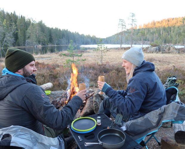 Tiurfot i Østmarka med telt og fiskestang