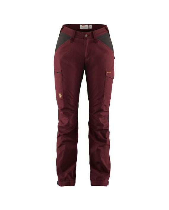 Fjällräven Kaipak Trousers Curved W DARK GARNET-DARK GREY kjøper du på SQOOP outdoor (SQOOP.no)